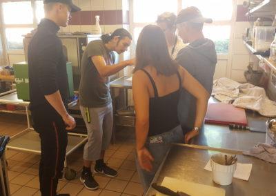 Smagsprøver i køkkenet